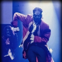 mickael-dancer-fright-right-freaks-in-ghosts-on-stage